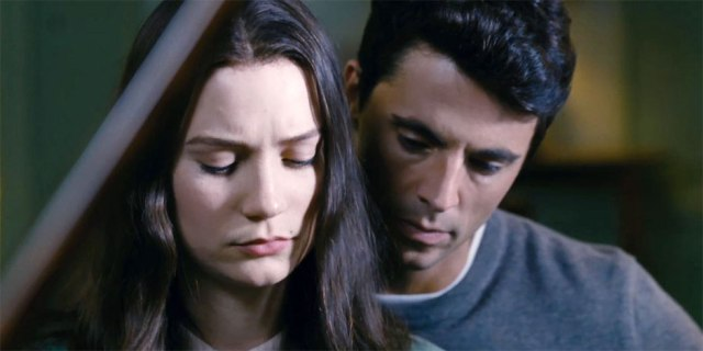 Matthew-Goode-and-Mia-Wasikowska-in-Stoker-2013-Movie-Image-2