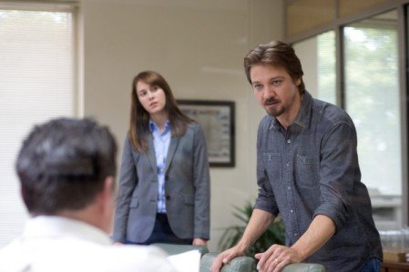 kill-the-messenger-image-jeremy-renner-mary-elizabeth-winstead-600x400