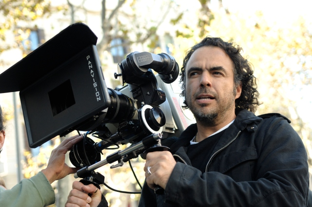 Alejandro_Gonz_lez_I__rritu_with_a_camera_in_production